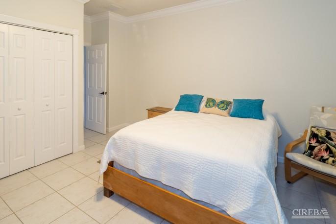 CAYMAN BRAC GUEST HOUSE PLUS BEACH FRONT LOT - Image 17