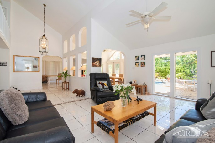 CAMELOT DRIVE FAMILY HOME - Image 4