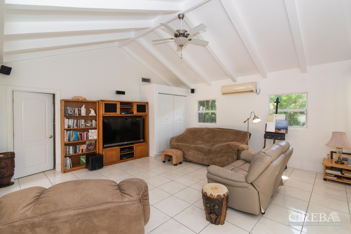 CAMELOT DRIVE FAMILY HOME - Image 6