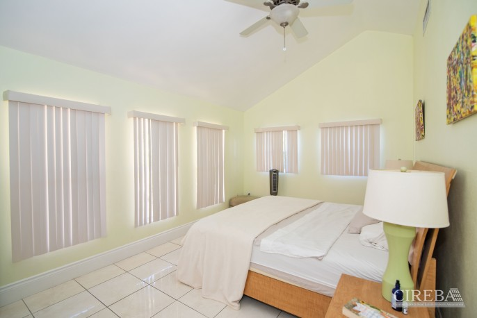 CAMELOT DRIVE FAMILY HOME - Image 12