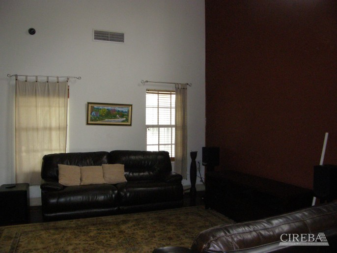 LOWER VALLEY HOME - Image 8
