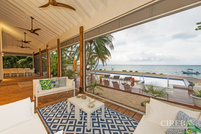 WHITE COTTAGE BEACH FRONT ESTATE HOME - Image 6