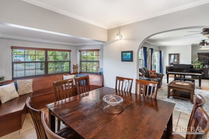 PROSPECT FAMILY HOME - DOUBLE LOT WITH POOL - Image 3