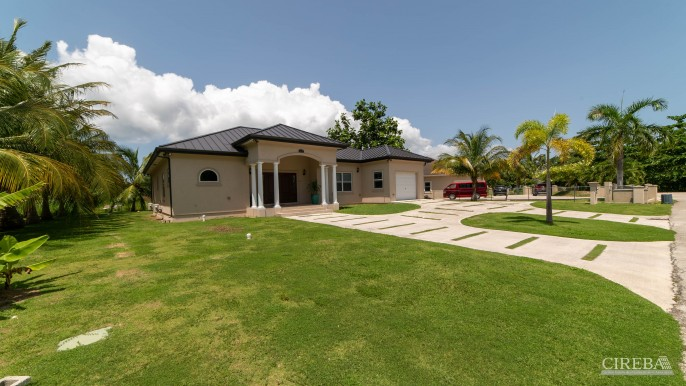 LOVELY HIGH END SINGLE FAMILY HOME - Image 1