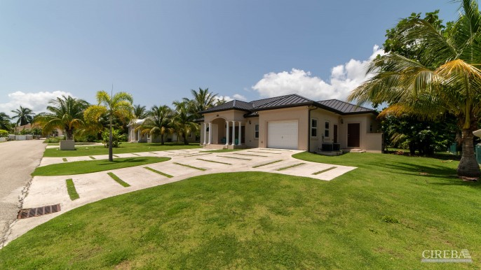 LOVELY HIGH END SINGLE FAMILY HOME - Image 17