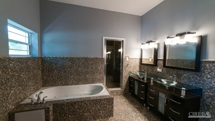 LOVELY HIGH END SINGLE FAMILY HOME - Image 10