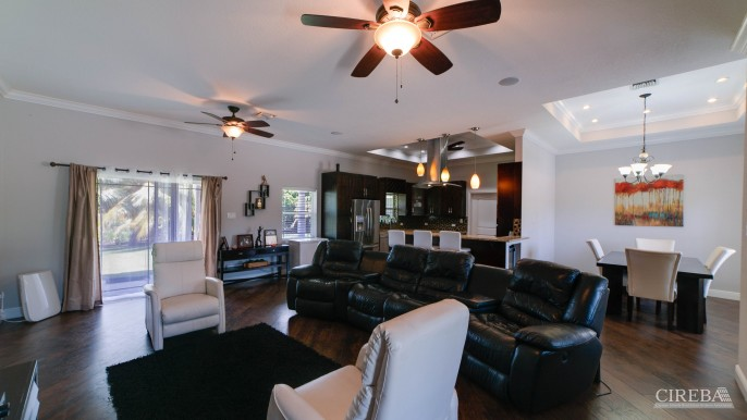 LOVELY HIGH END SINGLE FAMILY HOME - Image 4