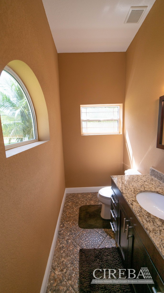 LOVELY HIGH END SINGLE FAMILY HOME - Image 16