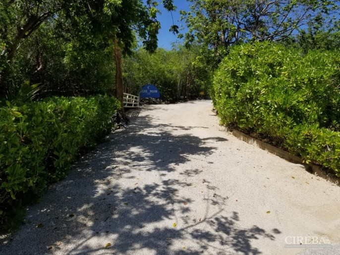 CAYMAN BRAC COTTAGE ON OVER 7 ACRES OF LAND - Image 1