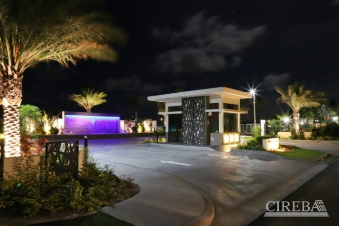 DIAMOND'S EDGE WATERFRONT ESTATE LOT - Image 4