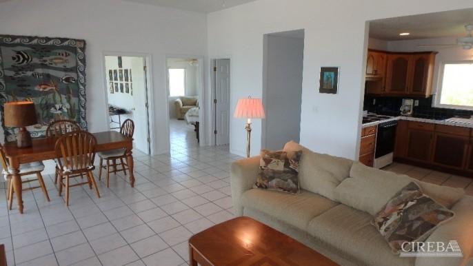 PRESTON BAY BEACH FRONT HOUSE - Image 4