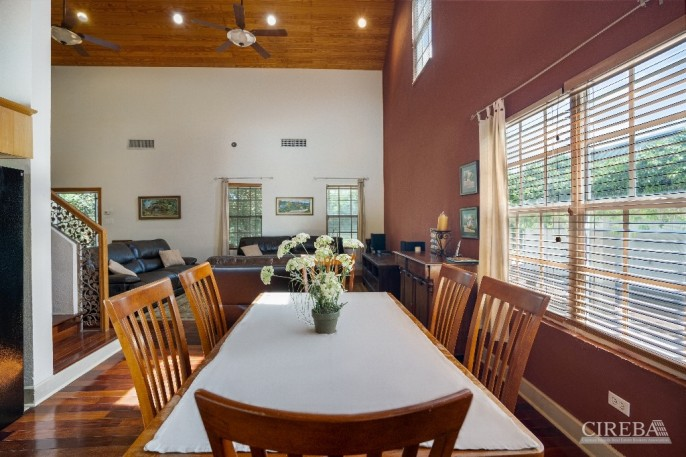 LOWER VALLEY HOME - Image 15