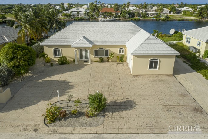 THE SHORES CANAL FRONT HOME - Image 1