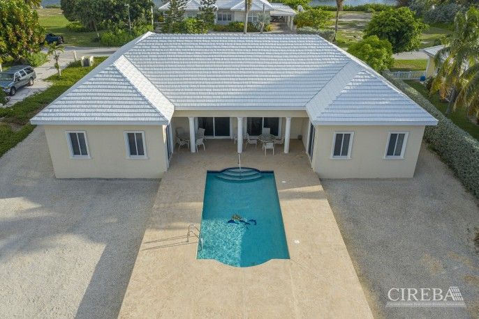 THE SHORES CANAL FRONT HOME - Image 4