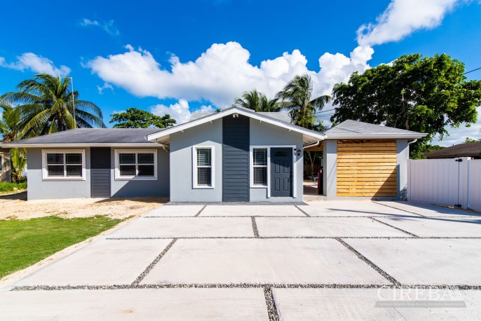 IMMACULATE THREE BED HOUSE WITH POOL AND TWO RENTAL UNITS