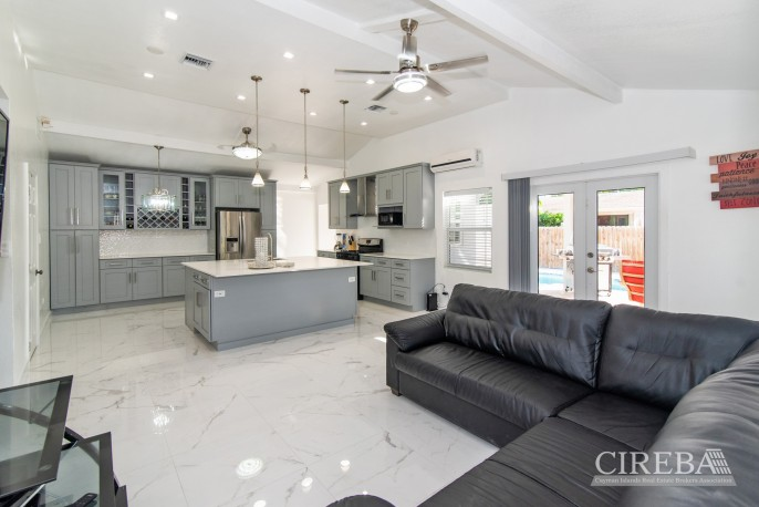 IMMACULATE THREE BED HOUSE WITH POOL AND TWO RENTAL UNITS - Image 2