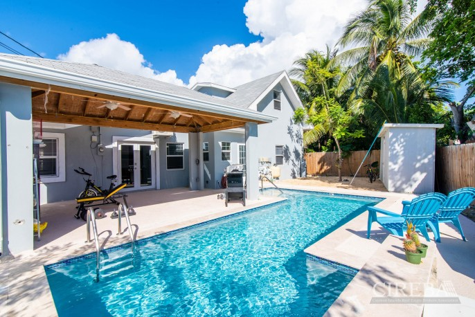 IMMACULATE THREE BED HOUSE WITH POOL AND TWO RENTAL UNITS - Image 8
