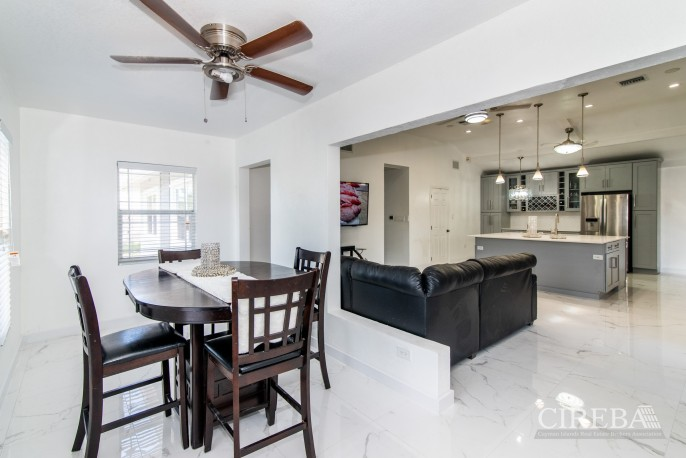 IMMACULATE THREE BED HOUSE WITH POOL AND TWO RENTAL UNITS - Image 10