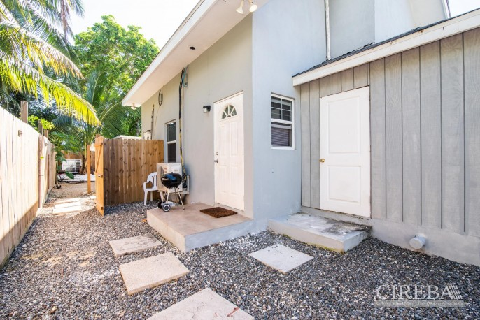 IMMACULATE THREE BED HOUSE WITH POOL AND TWO RENTAL UNITS - Image 17