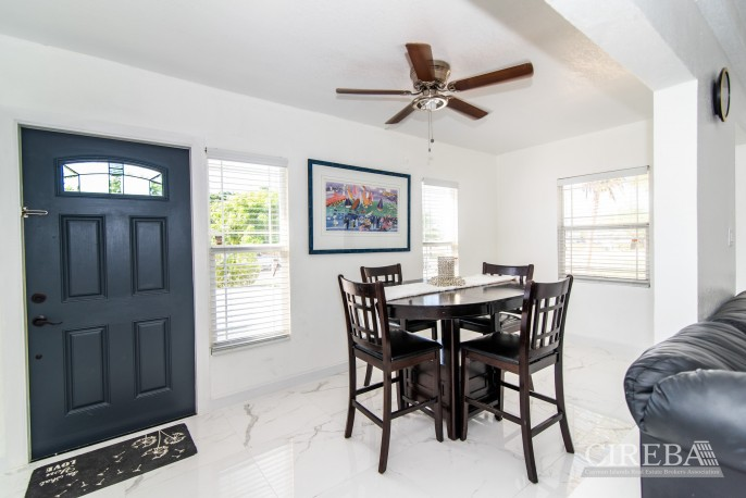 IMMACULATE THREE BED HOUSE WITH POOL AND TWO RENTAL UNITS - Image 11