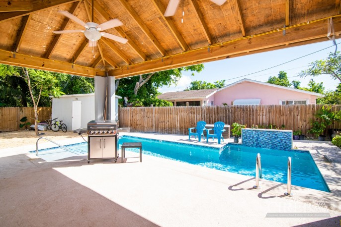 IMMACULATE THREE BED HOUSE WITH POOL AND TWO RENTAL UNITS - Image 9