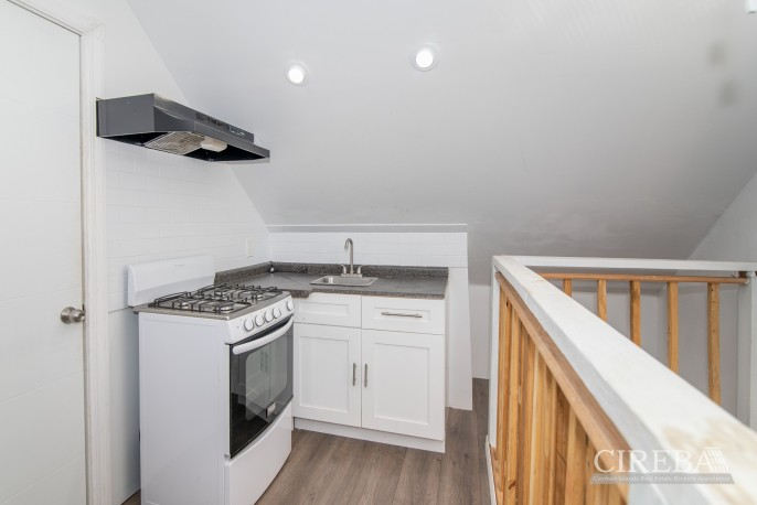 IMMACULATE THREE BED HOUSE WITH POOL AND TWO RENTAL UNITS - Image 23
