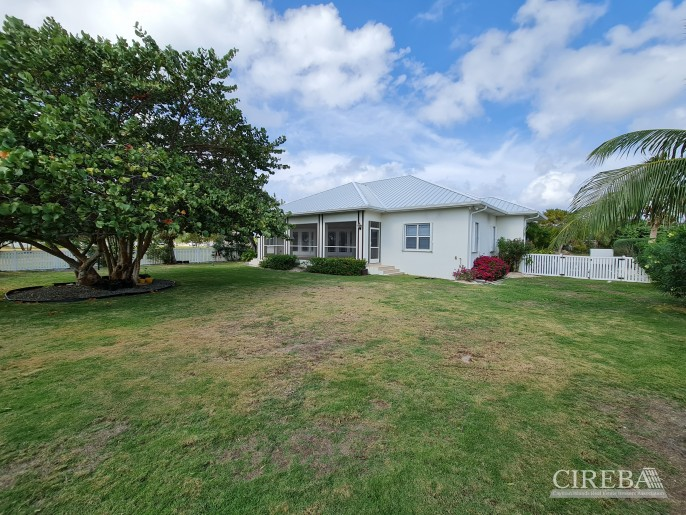 SPACIOUS 4 BED HOME IN THE SHORES - Image 1