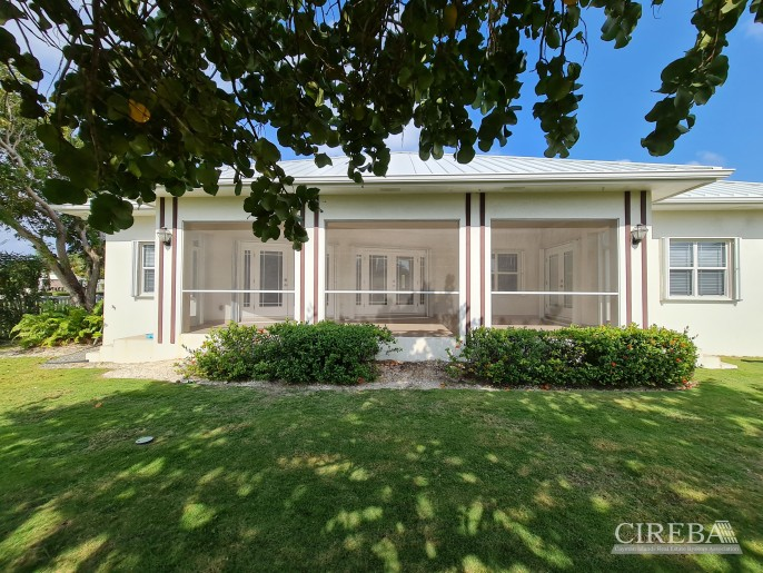 SPACIOUS 4 BED HOME IN THE SHORES - Image 2