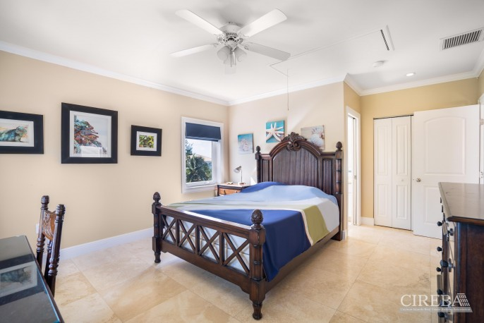 YACHT CLUB EXECUTIVE HOME - Image 13