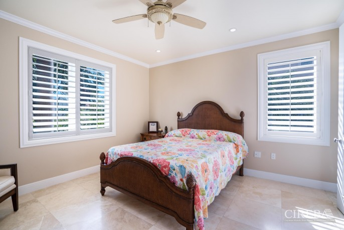 YACHT CLUB EXECUTIVE HOME - Image 15