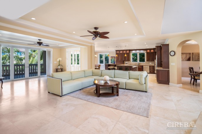 YACHT CLUB EXECUTIVE HOME - Image 2
