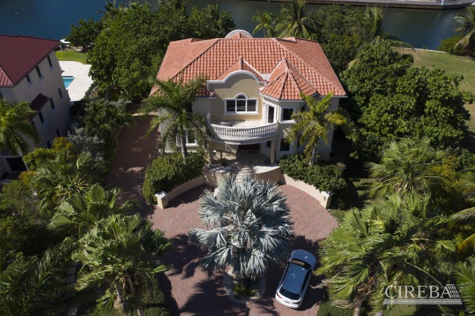 YACHT CLUB EXECUTIVE HOME - Image 20