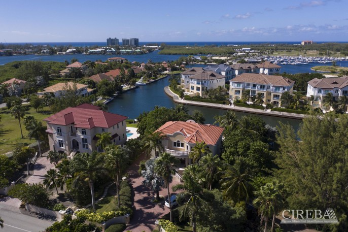 YACHT CLUB EXECUTIVE HOME - Image 23