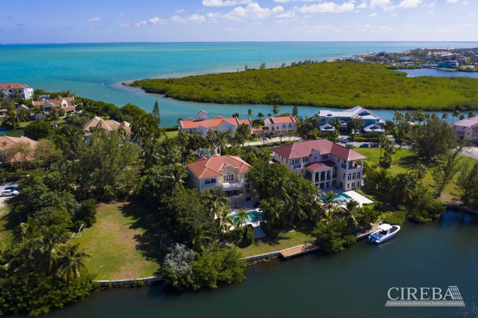 YACHT CLUB EXECUTIVE HOME - Image 1