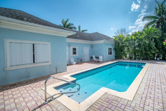 INCOME PRODUCING SPOTTS DUPLEX WITH POOL - Image 5